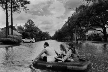 Người Mỹ chạy lụt: Khi thiên nhiên nổi giận, cường quốc số một thế giới cũng phải bó tay