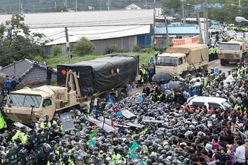 Khủng hoảng Triều Tiên: Hàn Quốc triển khai THAAD, Mỹ tăng cường đe dọa thương mại