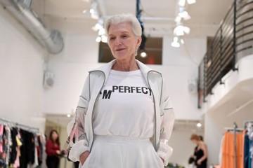 69 tuổi, mẹ Elon Musk vẫn làm người mẫu