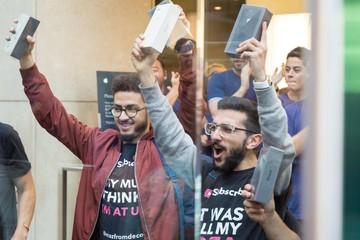 Những chiếc iPhone 8 và iPhone 8 Plus đầu tiên đến tay người tiêu dùng