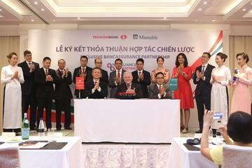 Techcombank và Manulife thỏa thuận hợp tác bảo hiểm độc quyền kéo dài 15 năm
