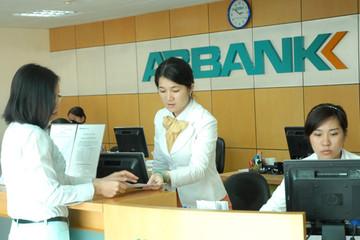 Nguyên giám đốc ngân hàng bị bắt vì nhận tiền 'lót tay'
