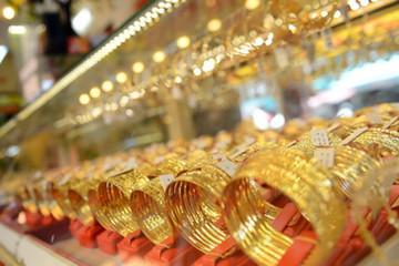 Giá vàng tuần qua tăng giảm thất thường, nhà đầu tư lỗ nặng