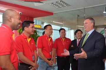 Chủ tịch kiêm Tổng Giám đốc Boeing Thương mại đến thăm và làm việc tại Vietjet