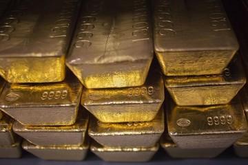 Giá vàng đi ngang do đồng USD giảm