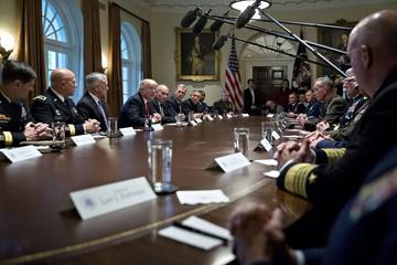 Nhận xét khó hiểu của tổng thống Mỹ sau cuộc họp quân sự: Đây chỉ là bình yên trước cơn bão