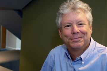 Chân dung Giáo sư Mỹ đoạt giải Nobel kinh tế 2017