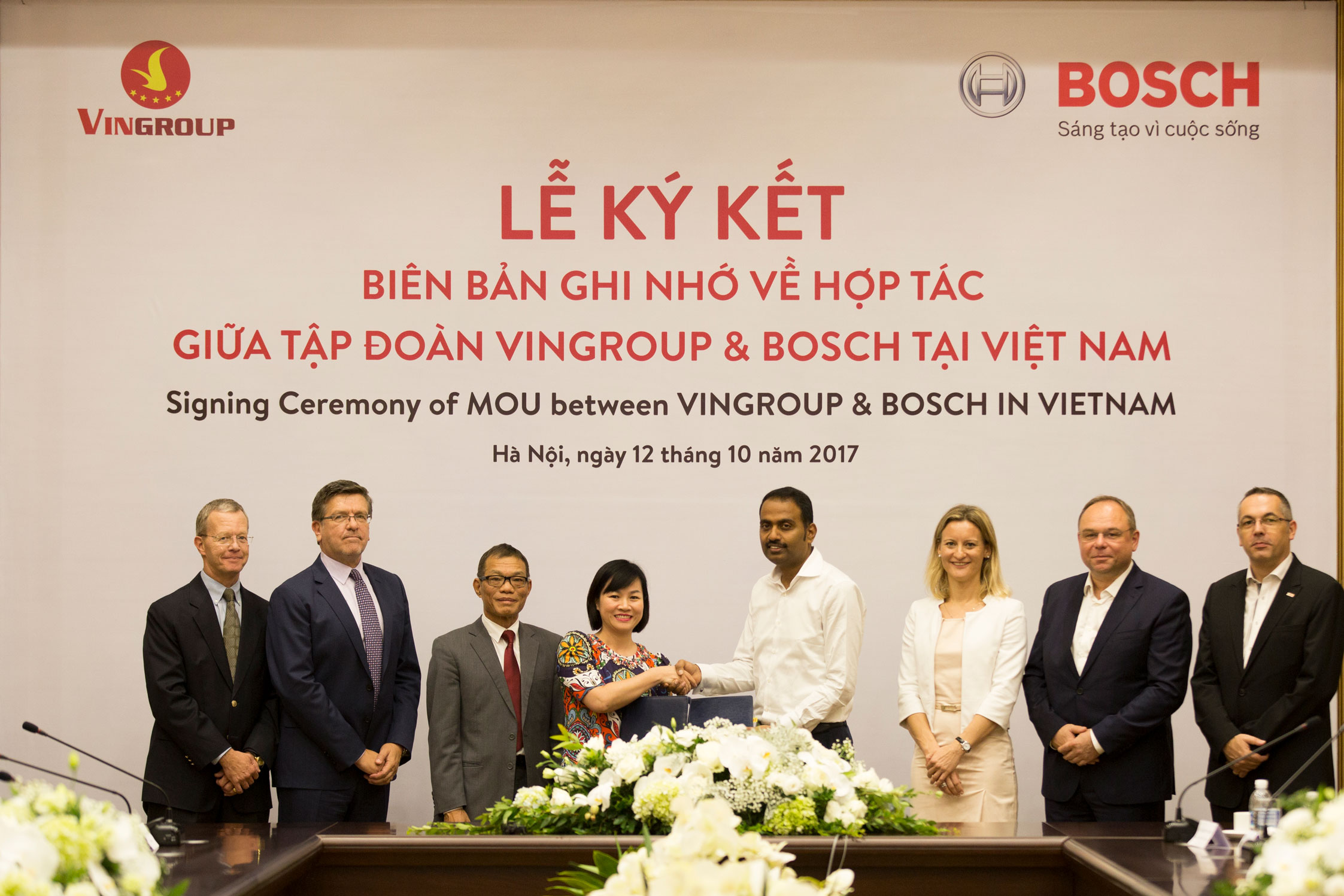 Vingroup và Bosch ký biên bản hợp tác sản xuất ô tô, xe máy điện