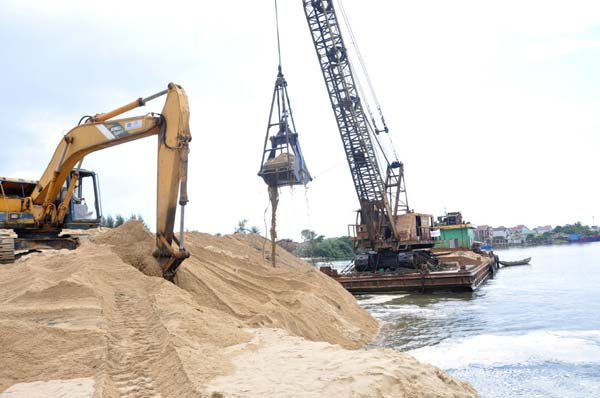 """TP HCM xin """"chi viện"""" cát xây dựng từ các tỉnh miền Tây và Đông Nam bộ"""
