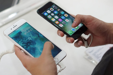 Apple, Google thu đổi iPhone cũ giá rẻ mạt