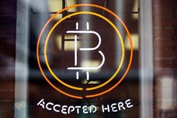 Bitcoin vượt ngưỡng 6.000 USD đưa giá trị vốn hóa lên trên 99 tỷ USD