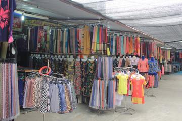 Lụa Trung Quốc bán ở làng nghề Vạn Phúc, phố cổ Hà Nội