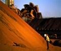 Giá quặng sắt giảm do nhu cầu yếu từ các nhà máy thép Trung Quốc