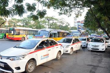 Đề xuất của Bộ Công Thương đòi lại công bằng cho taxi, xe ôm truyền thống