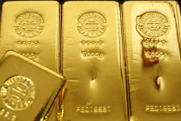 Giá vàng tăng do xác suất Fed tăng lãi suất thấp