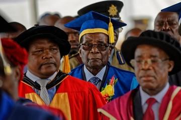 Tổng thống Zimbabwe lần đầu tái xuất trước công chúng