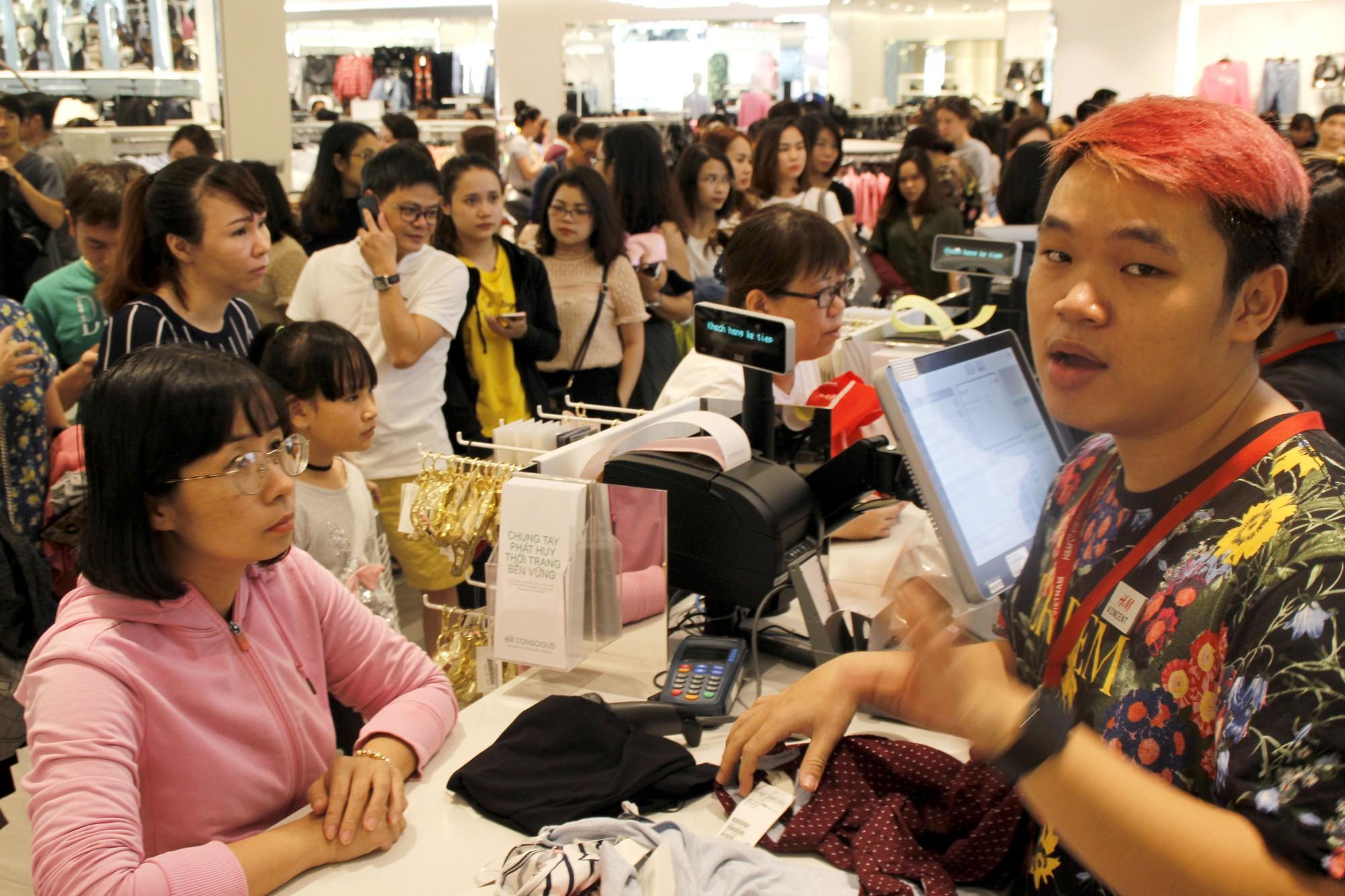 Hàng thời trang thắng lớn dịp Black Friday