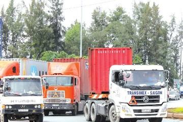 Doanh nghiệp vận tải trong vòng xoáy phí