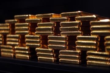 Giá vàng tiếp tục chịu áp lực vì Fed