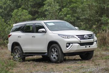 Các hãng ôtô tại Việt Nam lo không có xe nhập khẩu để bán đầu 2018