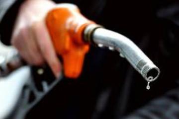 Giữ nguyên giá xăng, tăng giá dầu diesel
