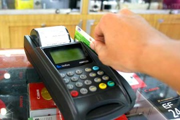 Ngành thuế TP HCM muốn người ăn nhà hàng trả tiền bằng thẻ