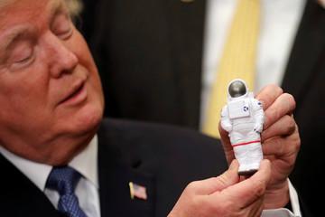 Tổng thống Trump chỉ đạo NASA đưa người lên Mặt Trăng