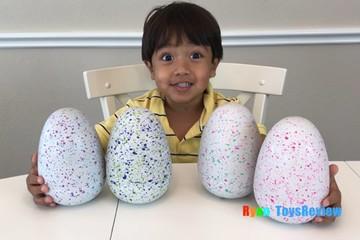 Cậu bé 6 tuổi thành triệu phú nhờ Youtube