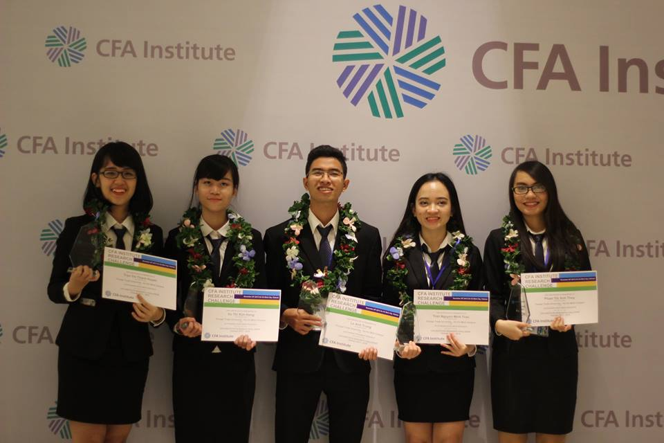 ĐH Ngoại thương TP HCM vô địch cuộc thi Phân tích đầu tư 2017 của Viện CFA