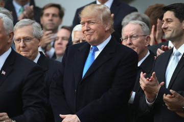 Ông Trump và đảng Cộng hòa ăn mừng chiến thắng cải cách thuế