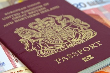 Hậu Brexit, hộ chiếu Anh đổi màu và bỏ dấu EU