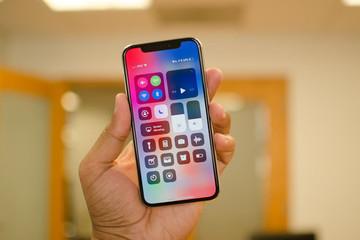 Samsung kiếm hàng chục tỷ USD nhờ iPhone X