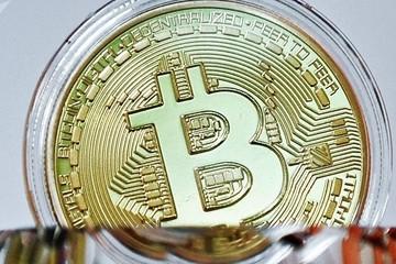Làn sóng bán tháo bitcoin trỗi dậy dịp cuối năm