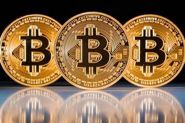 Giá bitcoin giảm mạnh ngay ngày đầu năm