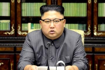 Kim Jong-un nhắn Trump: Tôi có một 'nút hạt nhân' trên bàn làm việc
