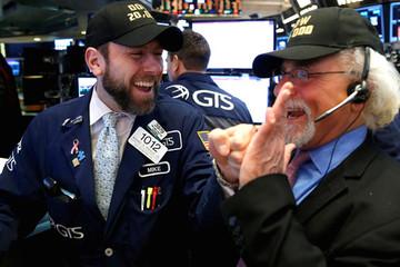 Chỉ số Dow lần đầu vượt mốc 25.000 điểm