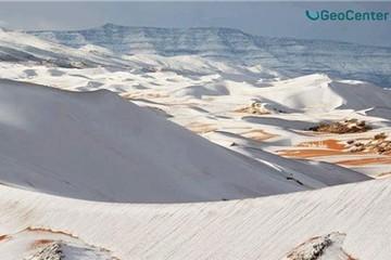 Tuyết rơi bất thường trên sa mạc Sahara
