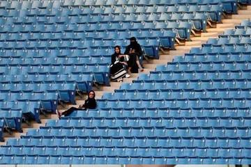 Phụ nữ Ả-rập Xê-út lần đầu được vào sân vận động xem bóng đá