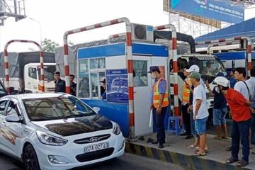 Cắm biển cấm dừng xe quá 5 phút tại các trạm thu phí