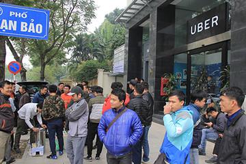 Xe Uber, Grab ở Hà Nội phải công khai giá cước