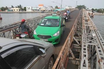 Sập cầu Long Kiểng xây trước năm 1975, xe tải rơi xuống sông