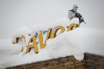 Ngôi làng diễn ra Diễn đàn Kinh tế Thế giới bị 'chôn vùi' trong gần 2m tuyết