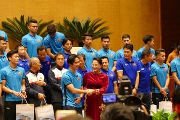 Chủ tịch Quốc hội: Yêu bóng đá từ U23 Việt Nam