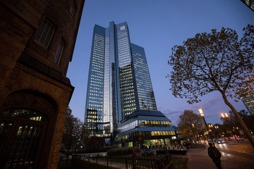 Deutsche Bank bị phạt 70 triệu USD vì 'thao túng' chứng khoán