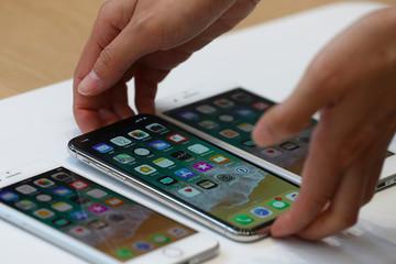 Lượng iPhone bán ra giảm, Apple vẫn đạt doanh thu kỷ lục