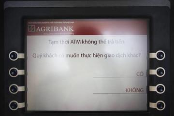 ATM 'ăn tết' sớm, khách hàng khổ sở chờ rút tiền