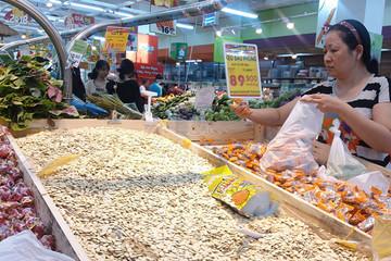 Thực phẩm tết: Hàng nội áp đảo hàng ngoại
