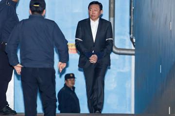 Chủ tịch Lotte lãnh án 30 tháng tù giam