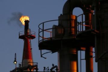 Giá dầu tăng, đạt đỉnh 3 tuần