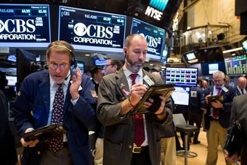 Dow Jones tụt gần 400 điểm, ghi nhận tháng tồi tệ nhất trong 2 năm